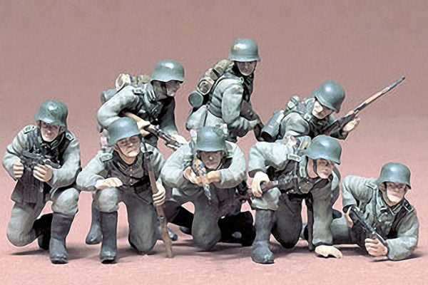 German Panzer Grenadiers Set of 8 Kit - CA161 35 Scale Tamiya 35061