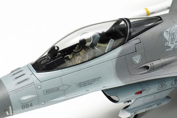 Up Close Tamiya F-16 CJ Fighting Falcon - Block 50 with Full Equipment 72 Scale