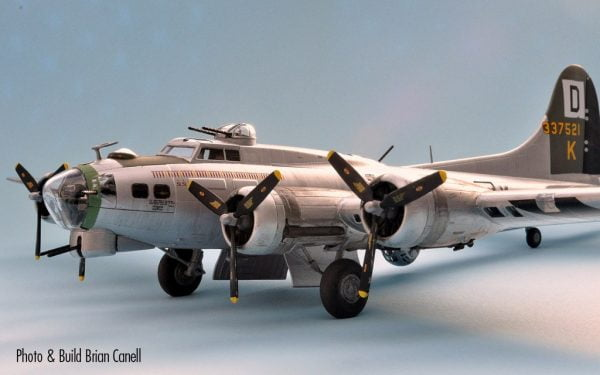 Completed Boeing B-17G Flying Fortress 1:72 A08017