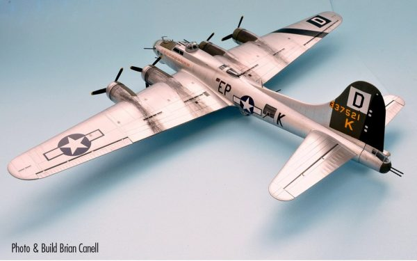 Completed Rear Boeing B-17G Flying Fortress 1:72 A08017