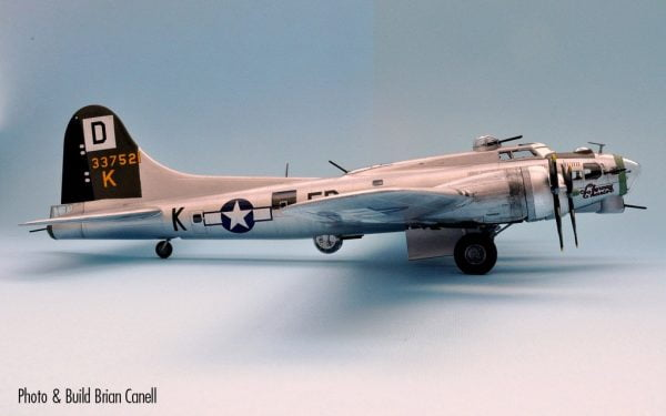 Completed Side Boeing B-17G Flying Fortress 1:72 A08017
