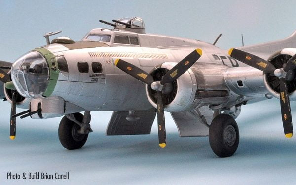 Upclose Boeing B-17G Flying Fortress 1:72 A08017