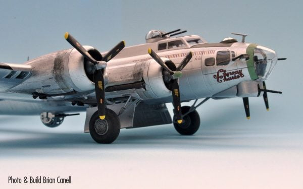 Upclose A Boeing B-17G Flying Fortress 1:72 A08017
