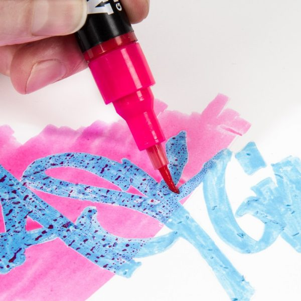 In Use Masking Liquid Pen 2 mm by Molotow MLW-1