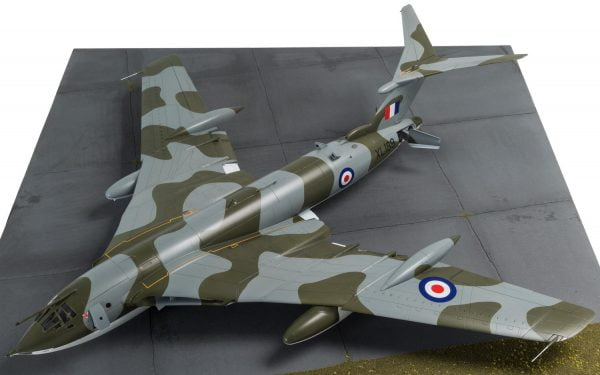 Base 1 Airfix Handley Page Victor B-2 A12008