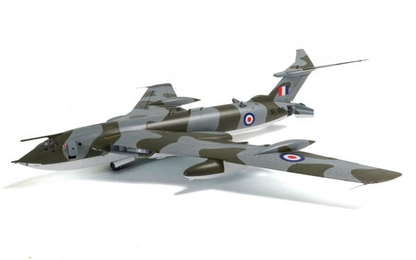 Final 1 Airfix Handley Page Victor B-2 A12008