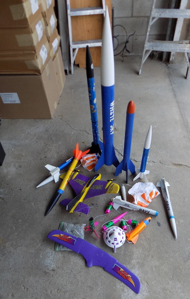 Lot 1 various rocket kits